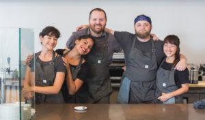 Residência-na-NZ-Trabalho-em-restaurantes-bare-e-operários